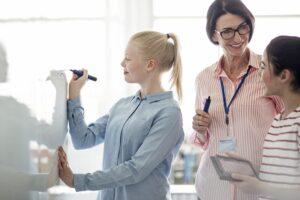 Saiba como funciona o sistema de ensino bilíngue